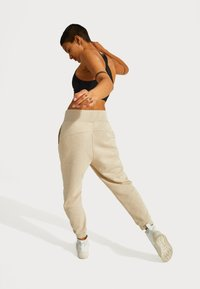 Sweaty Betty - SWEATY BETTY X HALLE BERRY GINGER ESSENTIALS - Tracksuit bottoms - pebble beige - 2