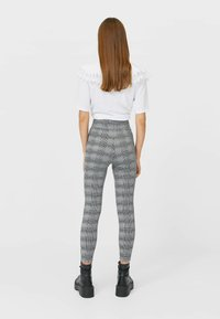 Stradivarius - Leggingsit - white - 2