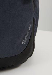Deuter - WALKER - Turistický batoh - graphite/black - 8