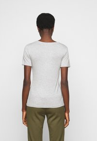 Anna Field Tall - 3 PACK V NECK TOP - Printtipaita - black/white/light grey - 2