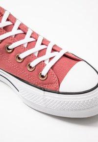Converse - CHUCK TAYLOR ALL STAR LIFT SEASONAL - Sneakers laag - light redwood/white/black - 2