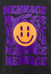 Mennace - UNISEX MENNACE TWISTED  - T-shirt con stampa - black - 3