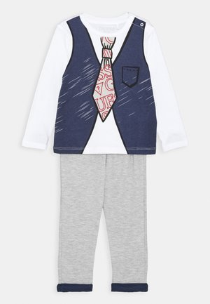 SHIRT AND PANTS BABY SET - Trousers - white/blue combo