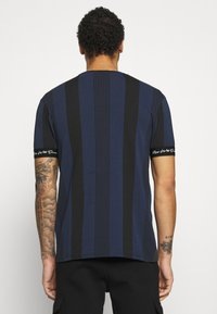 Kings Will Dream - VEDTON STRIPE TEE - T-shirt imprimé - black iris/black - 2