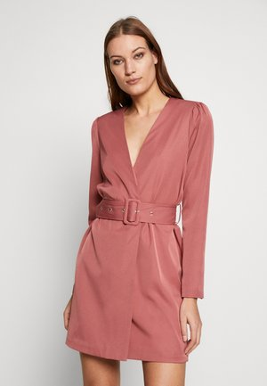 CREPE BELTED PUFF SLEEVE DRESS - Denní šaty - rose