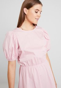Nly by Nelly - EVERYDAY BACK FOCUS DRESS - Day dress - light pink - 3