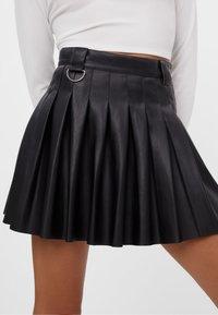Bershka - MIT KELLERFALTEN - Pleated skirt - black - 2