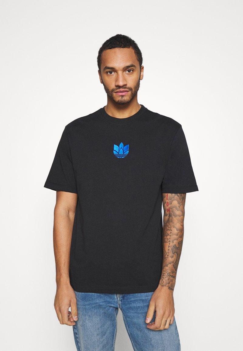 adidas Originals - TREFOIL TEE UNISEX - T-shirts med print - black/blue