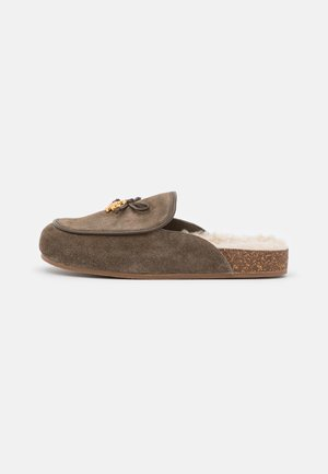 CHARM MULE - Slippers - olive/buttermilk