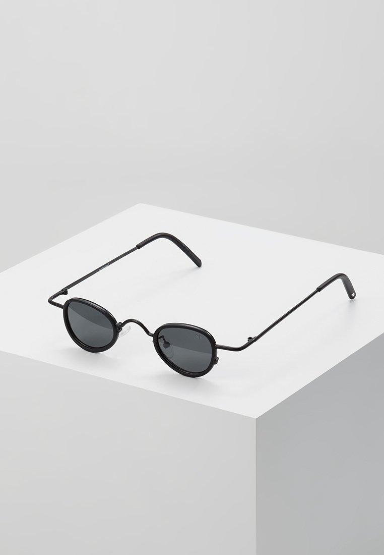 Sunheroes - Sluneční brýle - matt black /smoke