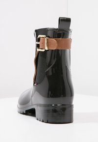 Tommy Hilfiger - OXLEY - Wellies - black/winter cognac - 4