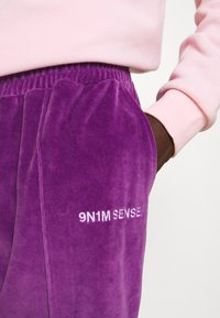 9N1M SENSE - TRACK PANTS UNISEX - Pantalon de survêtement - purple - 7