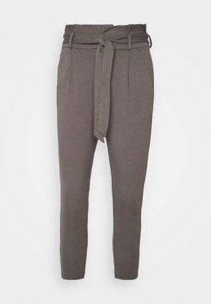 VMEVA LOOSE PAPERBAG PANT - Pantalon classique - bungee cord