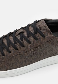 Michael Kors - KEATING - Trainers - brown