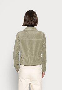 Opus - HAYO  - Lehká bunda - soft moss - 2