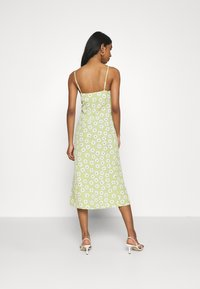 Glamorous - CARE MIDI DRESSES WITH NARROW STRAPS AND SIDE SPLIT - Day dress - green - 2