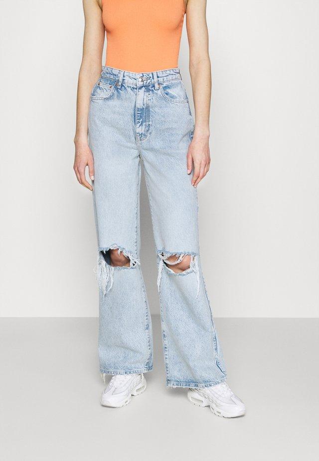 IDUN WIDE - Flared jeans - bleach blue