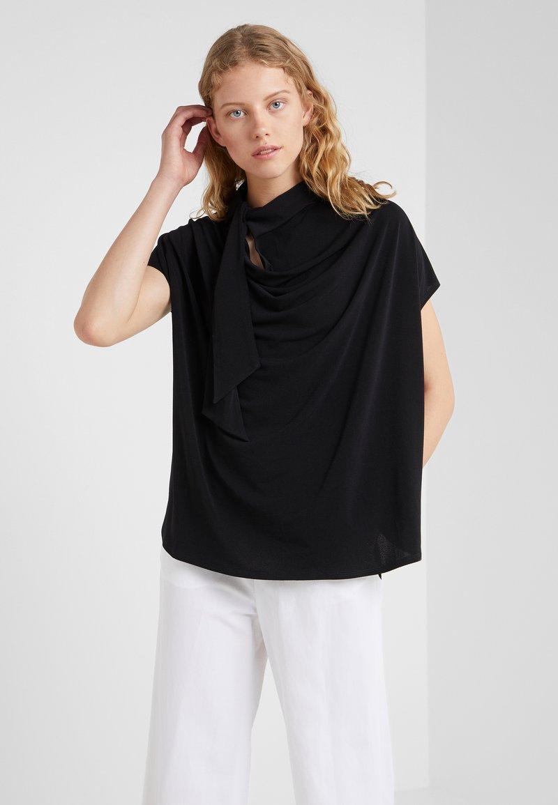 By Malene Birger - KATIE - T-shirt z nadrukiem - black