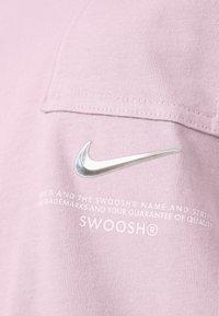 Nike Sportswear - T-shirt con stampa - champagne/white - 5