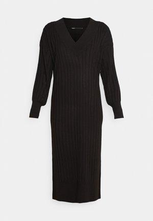 ONLNEW TESSA MIDI V NECK DRESS - Pletené šaty - black