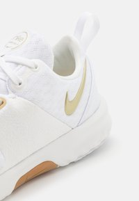 Nike Performance - CITY TRAINER 3 - Sportschoenen - white/metallic gold star/summit white/sesame - 5