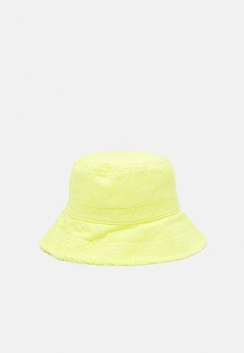 FABBI BUCKET HAT BOX  - Hat - pale banana