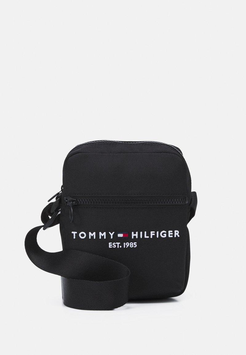 Tommy Hilfiger - ESTABLISHED MINI REPORTER UNISEX - Taška spříčným popruhem - black