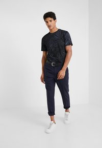 Theory - CLEAN TEE SAYGOJERS - T-Shirt print - eclipse - 1