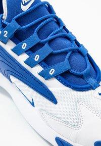 Nike Sportswear - ZOOM  - Sneakers - white/game royal - 5