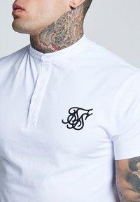 SIKSILK - GRANDAD COLLAR - Basic T-shirt - white - 4