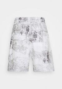 Han Kjøbenhavn - TRACK - Shorts - bleach diamond - 1