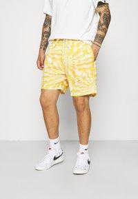 Vintage Supply - WITH RETRO SUN RAYS PRINT UNISEX - Shorts - yellow - 0
