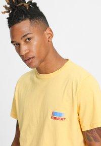Forvert - TIMO - Print T-shirt - yellow - 3