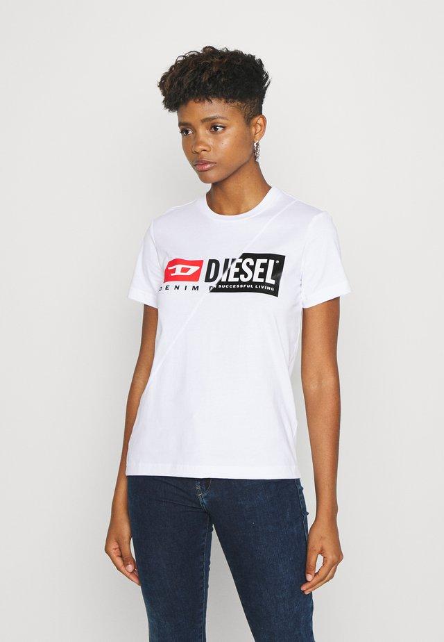 SILY CUTY - Camiseta estampada - white