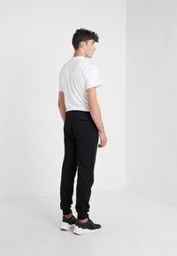 KARL LAGERFELD - PANTS - Pantalon de survêtement - black - 2