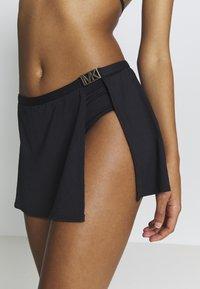 MICHAEL Michael Kors - LOGO SOLIDS SKIRT BOTTOM - Braguita de bikini - black - 4