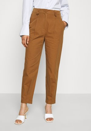 BYEVIN PANTS - Chinos - toffee