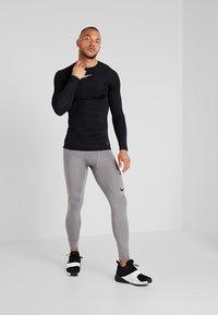 Nike Performance - PRO COMPRESSION - Undertröja - black/white - 1