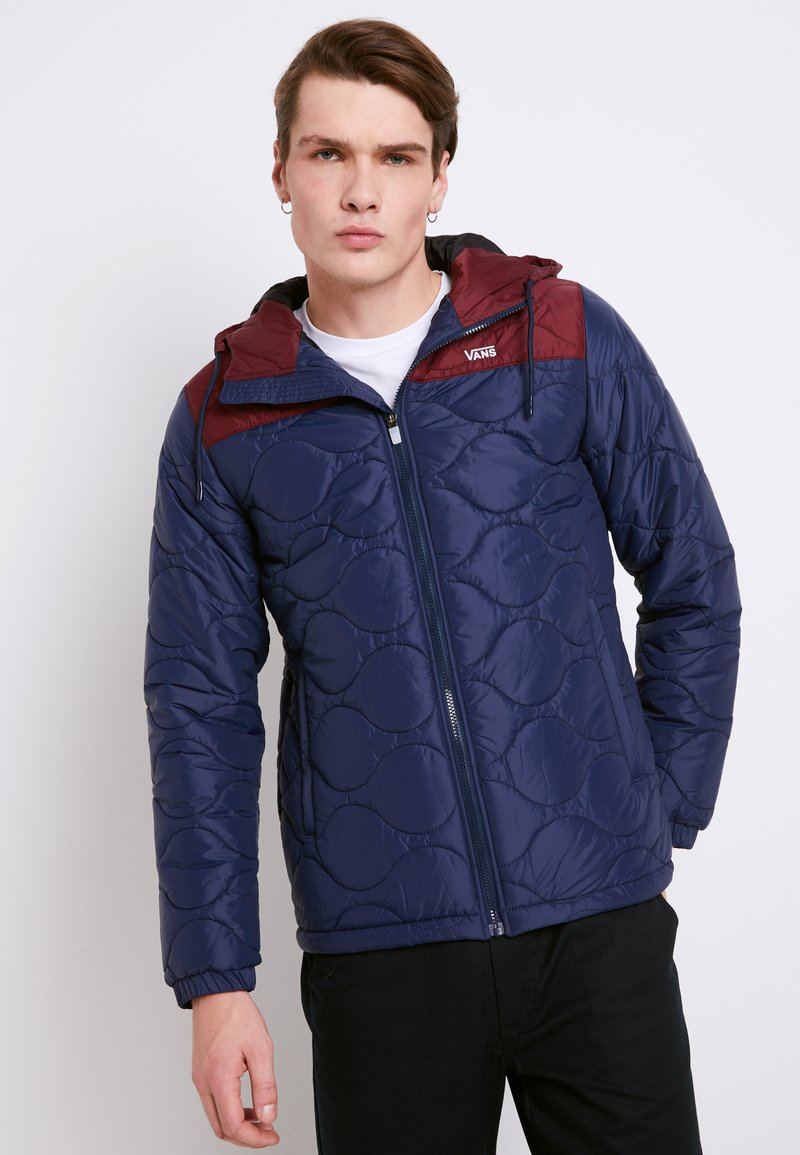 Vans - MN WOODCREST II - Winter jacket - dress blues-port royale