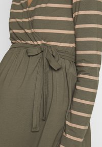 MAMALICIOUS - MLMADELLEINE TESS DRESS - Vestido ligero - dusty olive - 4
