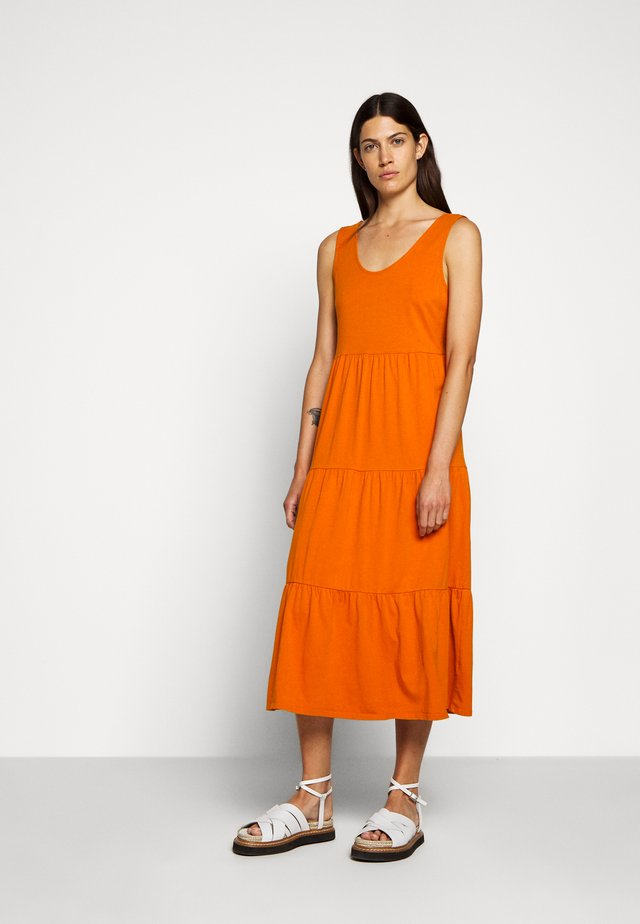 BROKEN IN TIERED - Jersey dress - bronzed ochre