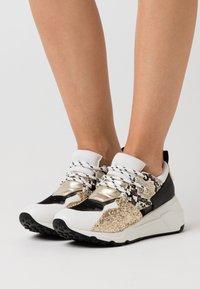 Steve Madden - CLIFF - Sneakers - white/gold - 0