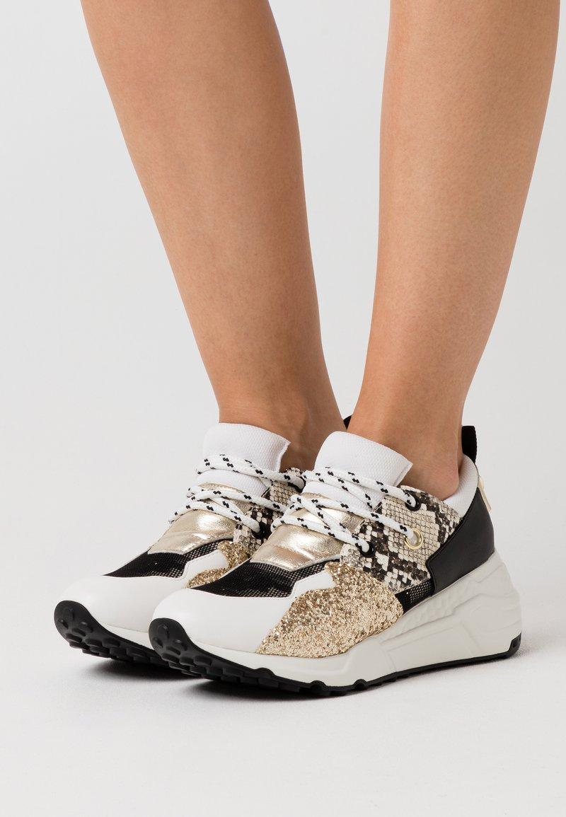 Steve Madden - CLIFF - Sneakers - white/gold