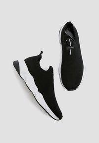 PULL&BEAR - Sneakersy niskie - black - 1