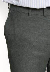 River Island - B&T MORMONT - Pantalon de costume - green - 3