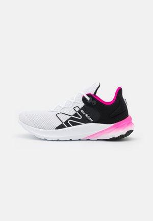 ROAV UNISEX - Zapatillas de running neutras - white