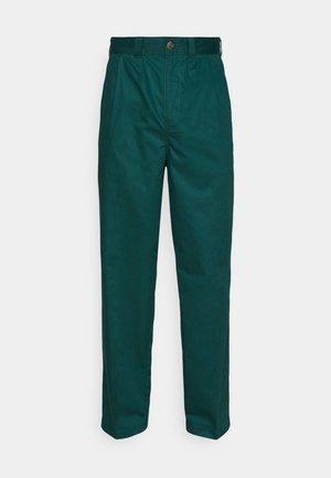 OSCARVILLE PLEATED PANT - Spodnie materiałowe - ponderosa pine