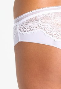 Triumph - BEAUTY FULL DARLING HIP - Onderbroeken - white - 3