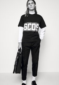 GCDS - BAND LOGO TEE - Print T-shirt - black - 3
