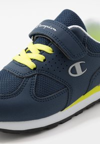 Champion - LOW CUT SHOE ERIN UNISEX - Sports shoes - blue - 2